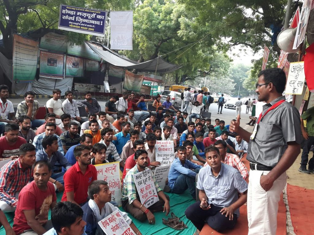 Com. Rajaguru addressing workers at Jantar Mantar