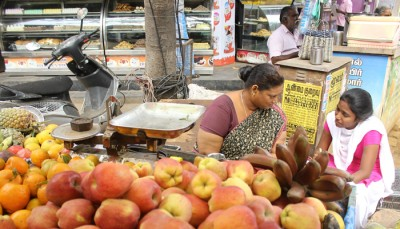 A fruit seller is giving responses to a Vinavu surveyor